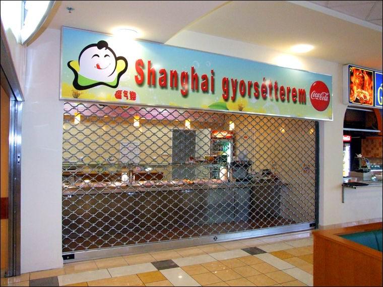 Motoros biztonsági rács MABISZ minősítéssel a Sanghai étteremben